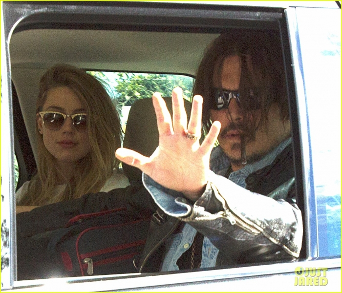 johnny-depp-amber-heard-hold-hands-for-australian-arrival-13.jpg
