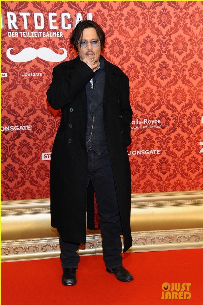 johnny-depp-premiere-mordecai-berlin-09.jpg