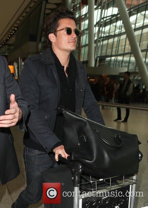 orlando-bloom-celebrities-at-heathrow-airport_4605545.jpg