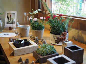 花の器とカーネーション