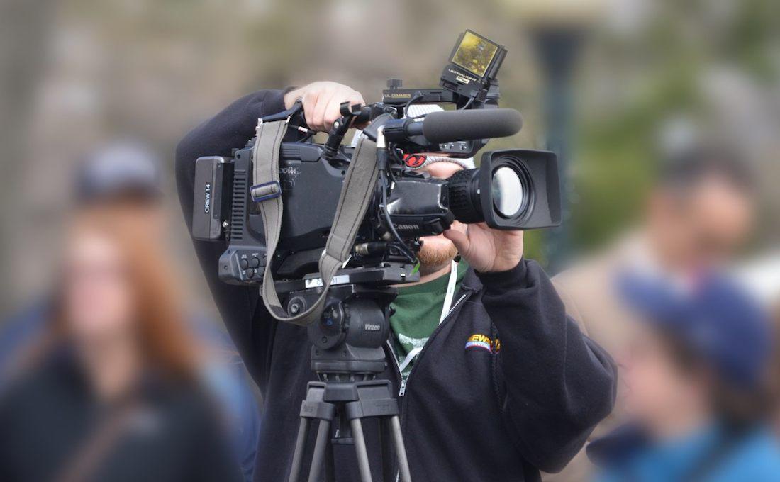 生きているキャラクターの横にカメラを置かせてもらう