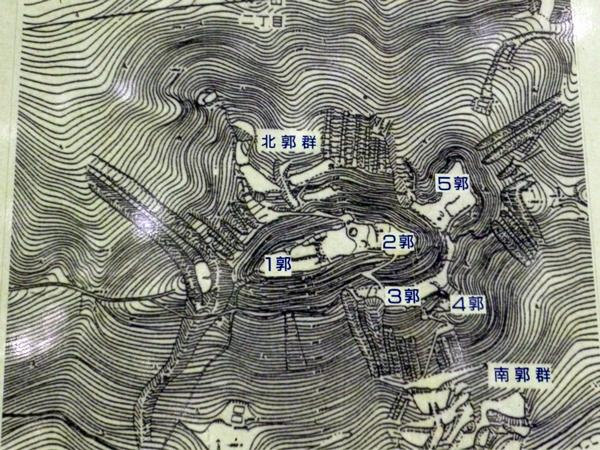 鏡山城縄張図