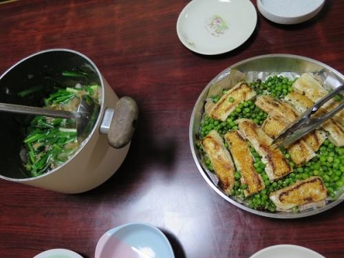 鮭はらもとグリーンピースのバター焼き、牛スジとホルモン鍋