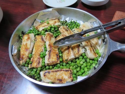 鮭はらもとグリーンピースのバター焼き