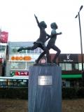JR都賀駅 千葉都市モノレール開通記念モニュメント
