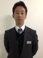 150401スーツ姿の佐藤博紀調教師