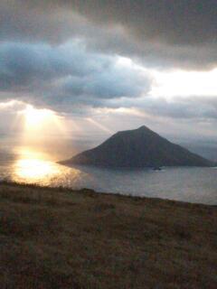 八丈富士からの小島