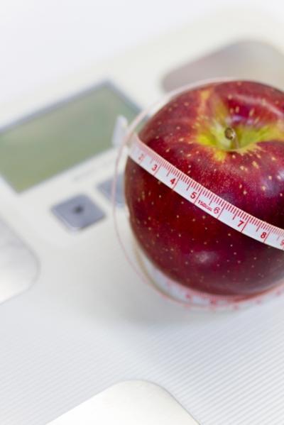 ダイエット りんごと体重計