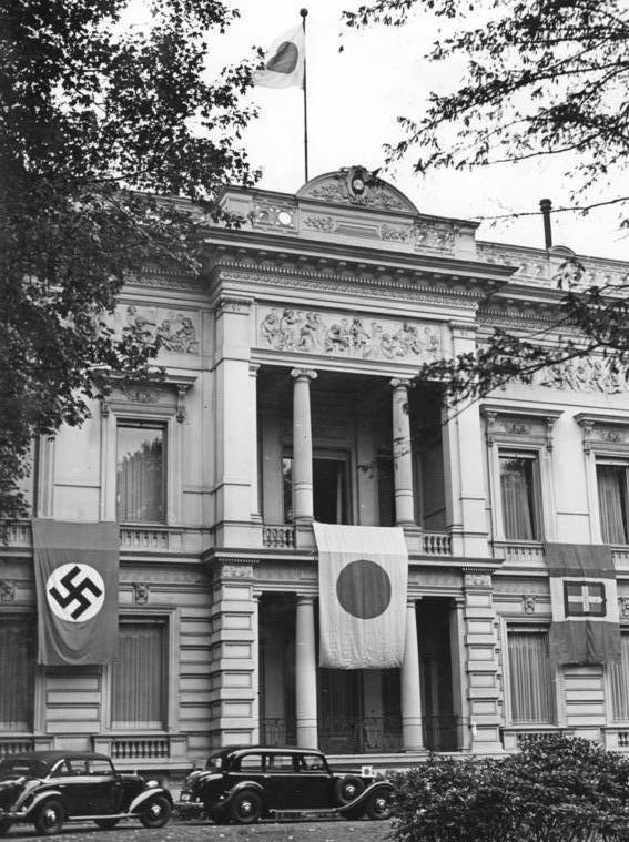 Bundesarchiv_Bild_183-L09218,_Berlin,_Japanische_Botschaft