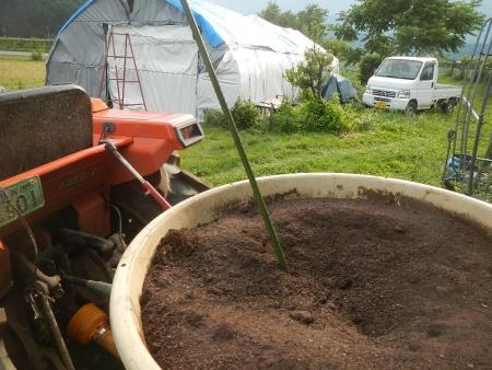 堆肥撒き (3)