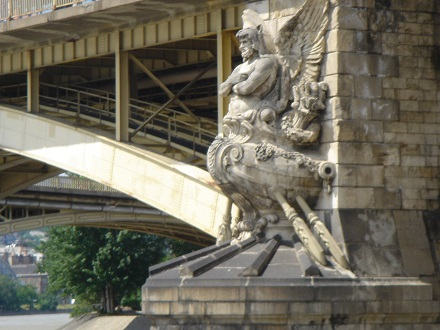 21 橋の守り神