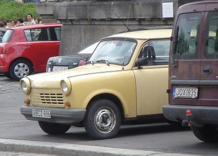 19 旧チェコスロバキア時代の紙の自動車
