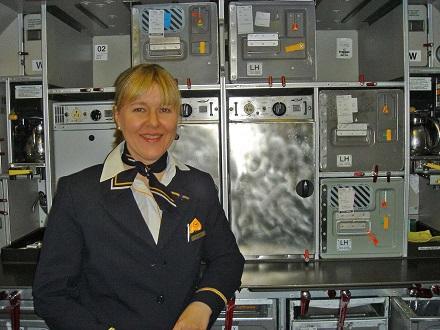 30 ブダペストカラフランクフルトへの機内で、後は食事温め器