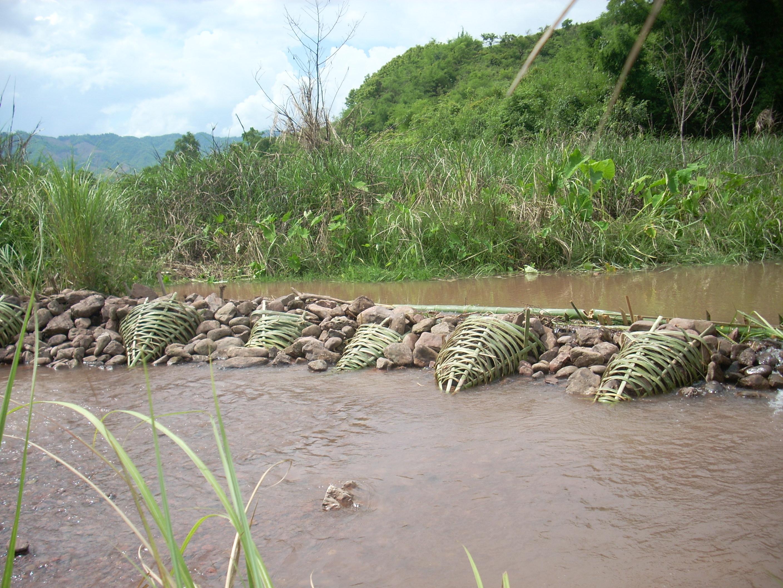 石積み取水堰