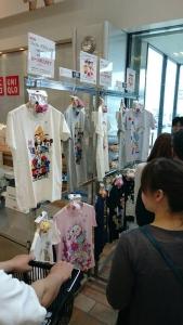 ユニクロ〜ツムツムTシャツがぬいぐるみ付きで登場!