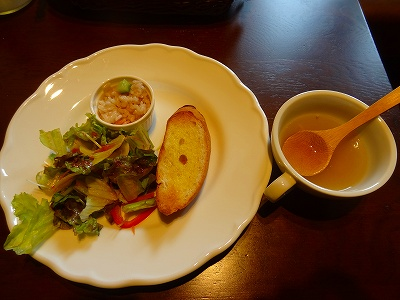 パスタランチのスープやサラダ