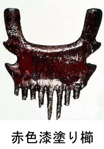 カリンバ遺跡 赤色漆塗り櫛