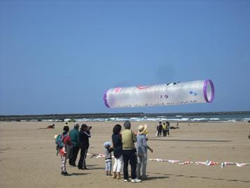 15年05・10第27回内灘世界の凧の祭典 002
