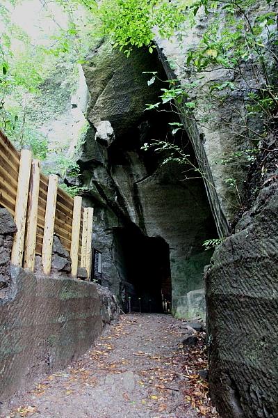 15室岩洞3