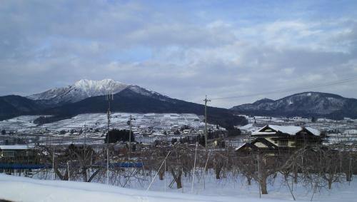 宇木の里と高社山(27.1.26)