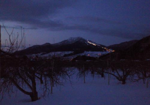 夕方の高社山(27.2.4)