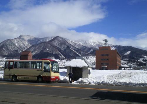 高社山と定期バス(27.2.6)