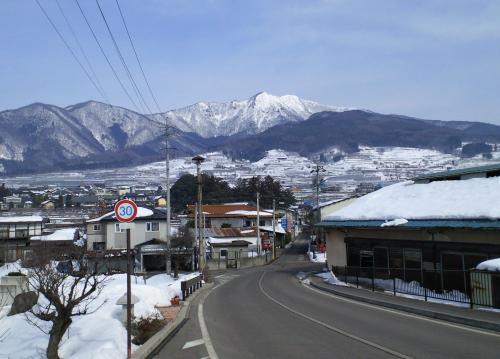 越橋からの高社山(27.2.12)