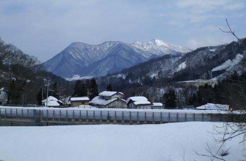 豊田村からの高社山(27.2.12)