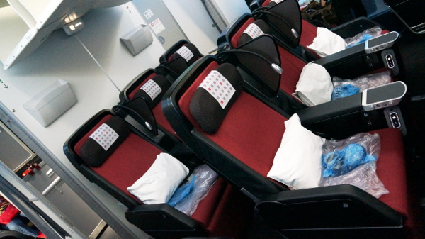 JAL PY seat 4