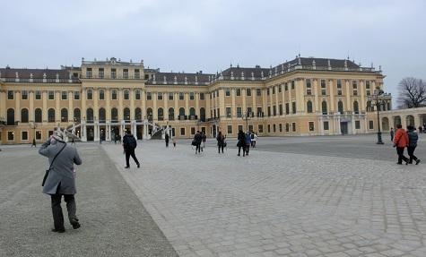 8 シェーンブルン宮殿・正面右側