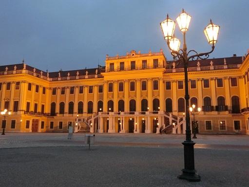 17 夕暮れの宮殿へ戻る