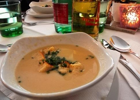 3 昼食のレストラン・スープ