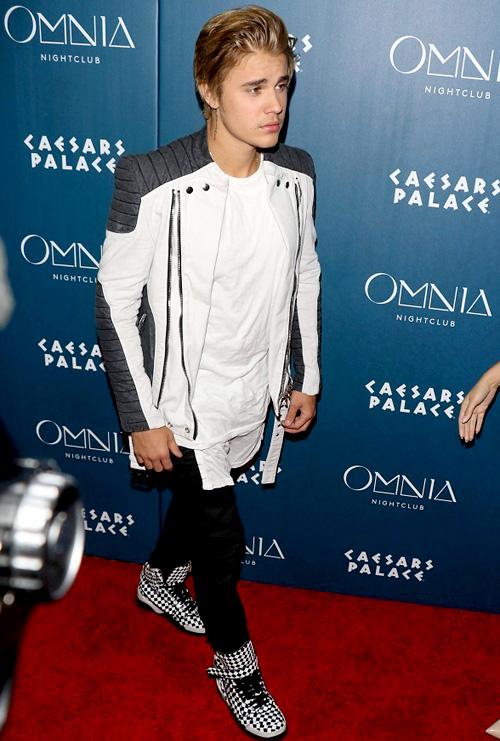 ジャスティン・ビーバー(Justin Bieber):バルマン(Balmain)/ジバンシィ(Givenchy)
