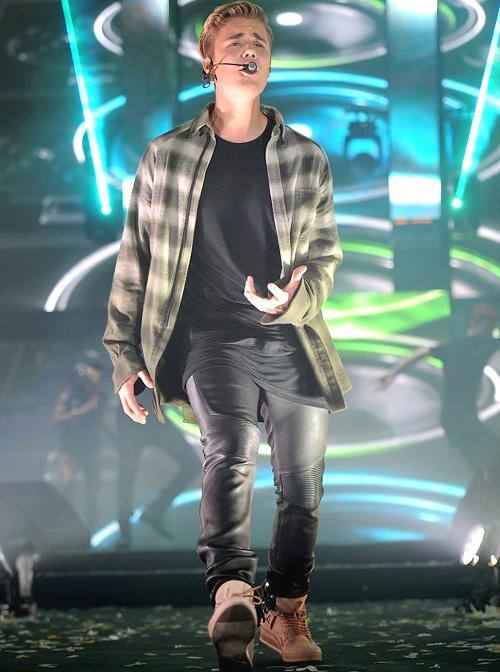 ジャスティン・ビーバー(Justin Bieber):ジュベンテュ(Gioventu)バルマン(Balmain)エンダースキーマ(Hender Scheme)