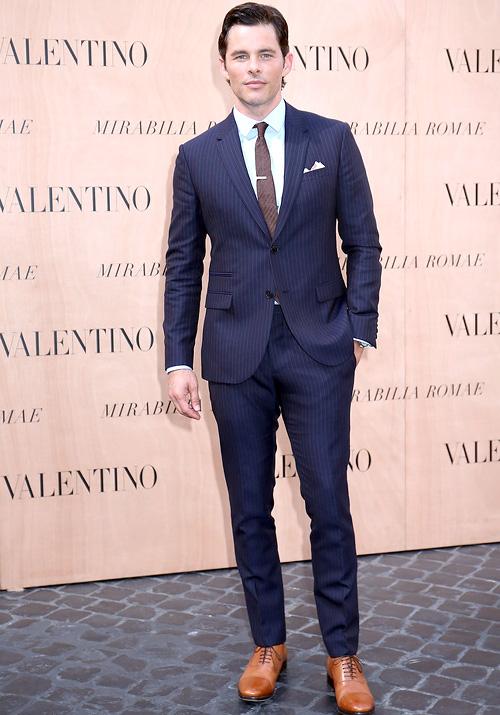 ジェームズ・マースデン(James Marsden):ヴァレンティノ(Valentino)/クリスチャンルブタン(Christian Louboutin)