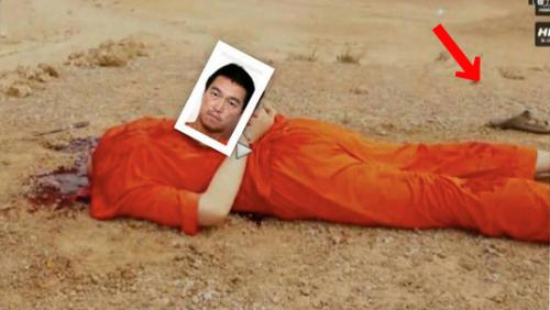 1枚目の写真はYoutube で 殺害された後藤さんの最後の場面