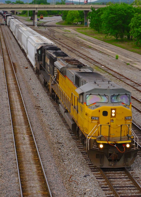 Apr2715 UnionPacific 7318 NS