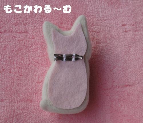 白猫ブローチ3