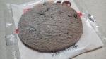 山崎製パン「メロンパンの皮焼いちゃいました ココア風味チョコチップ入り」