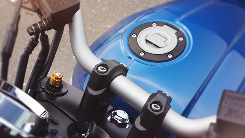 2015-Yamaha-XJR1300-EU-Power-Blue-Detail-006.jpg