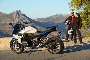 2015-BMW-R1200RS-action-01.jpg