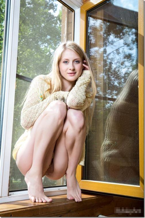 【エロ画像;世界の快道でイク!エストニア(Estonia)共和国編】城壁に守られたおとぎの国に生まれた北緯59度の美女達05Daisy Gold04