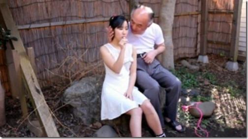 【昭和ロマン;美少女のエロ動画】「ワシの肉棒もチュッパチャプスのようにしゃぶってくれんかのぉ・・」