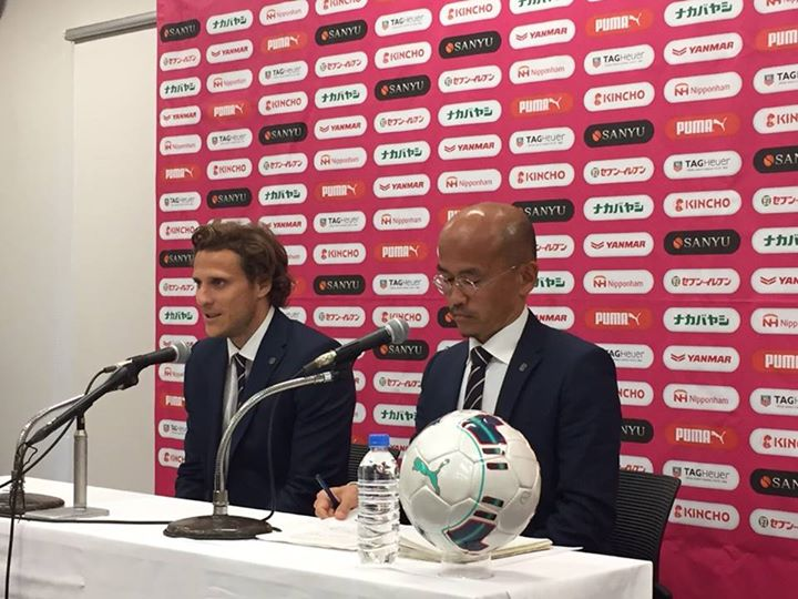 Forlan announces retirement from Uruguay cerezo osaka