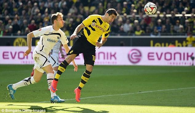 Mkhitaryan heads 3-0 Paderborn