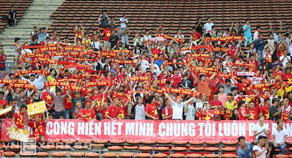 vietnam_japan_supporters.jpg