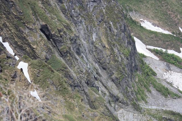 南稜にすずなりクライマー、13時過ぎてまだ南稜テラスで番待ち