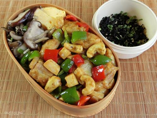 鶏とカシューナッツのカレー炒め弁当01