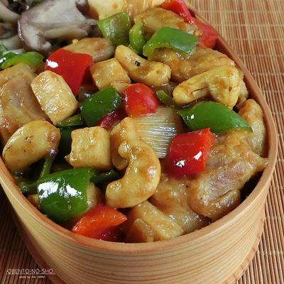 鶏とカシューナッツのカレー炒め弁当02