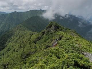 山頂からニセイチャロマップ岳方面